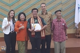 Dr Willy Marthy of WCS Indonesia Program Graduates from Prestigious Leadership Program